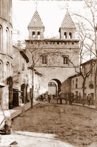 Imagen de la Puerta de Bisagra desde la Calle Real del Arrabal (fotografía del blog de toledoolvidado.com)