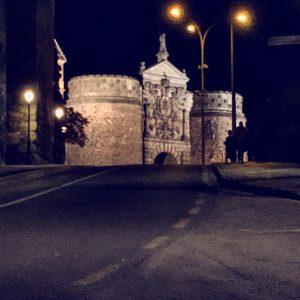 Puerta de Bisagra de noche (Toledo)